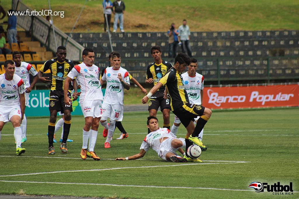 CS Uruguay y AD San Carlos empataron en un reñido choque.