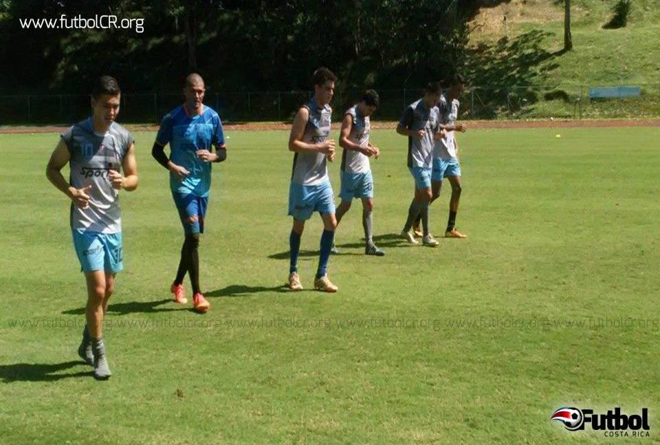 Los académicos trabajaron fuerte la parte física como complemento de la preparación mental. Fotografía del Facebook del Club de Fútbol UCR.