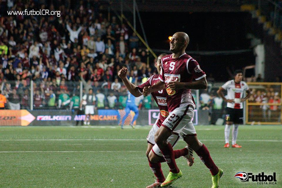 Heiner Mora fue vital en la serie contra Alajuelense y es punto fuerte en la media de Saprissa.