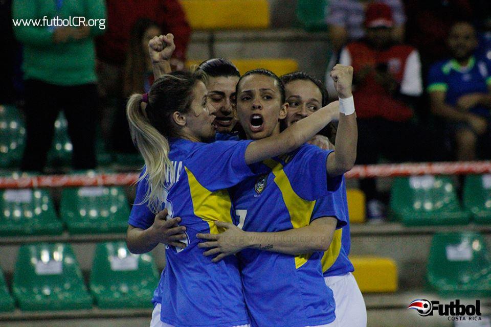 Momento que Vanessa Pereira celebró su gol para alegría de las cariocas.