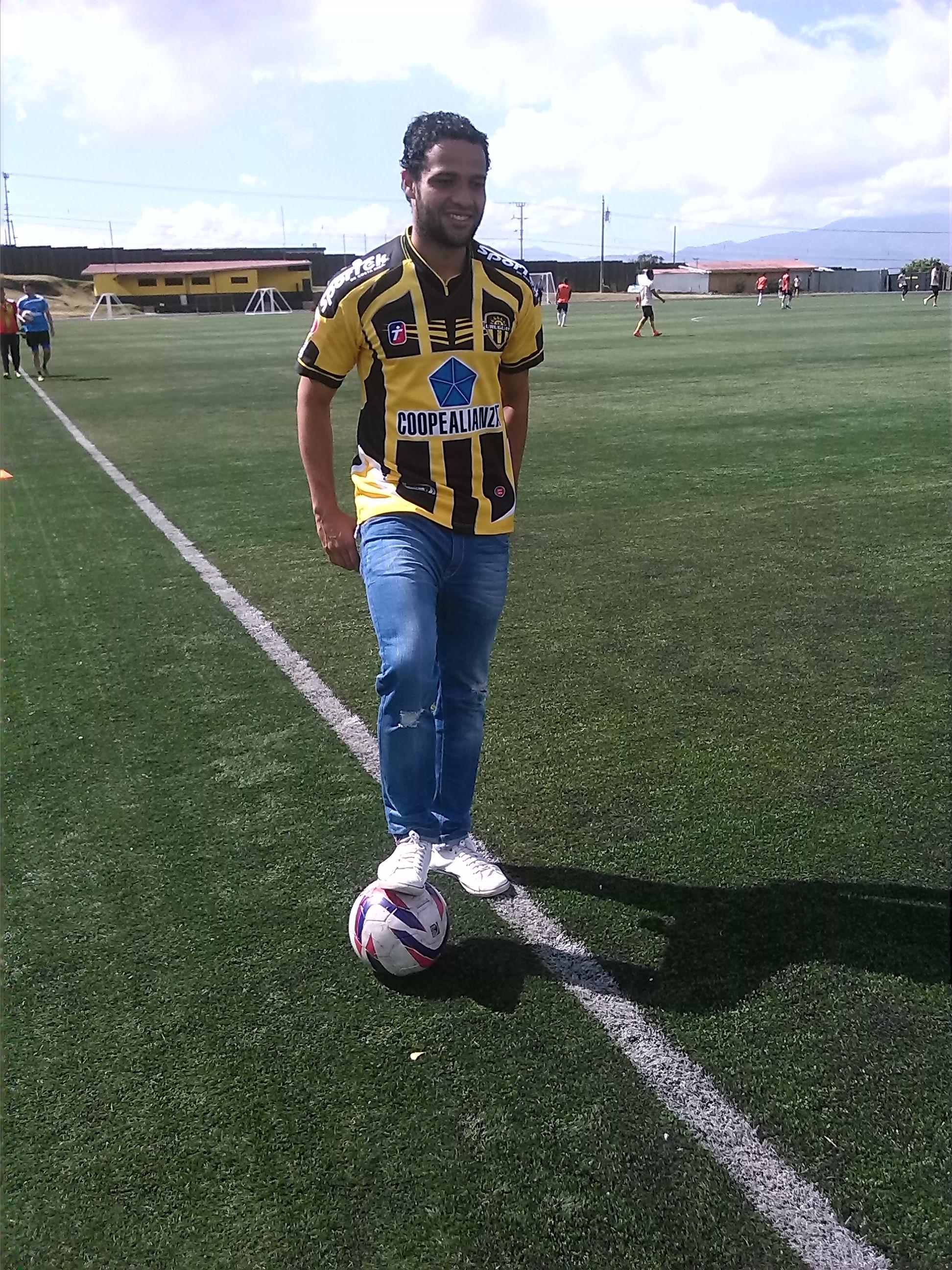 Ariel Santana no pierde tiempo y ya se entrena con su nuevo club. Fotografía Prensa CSU