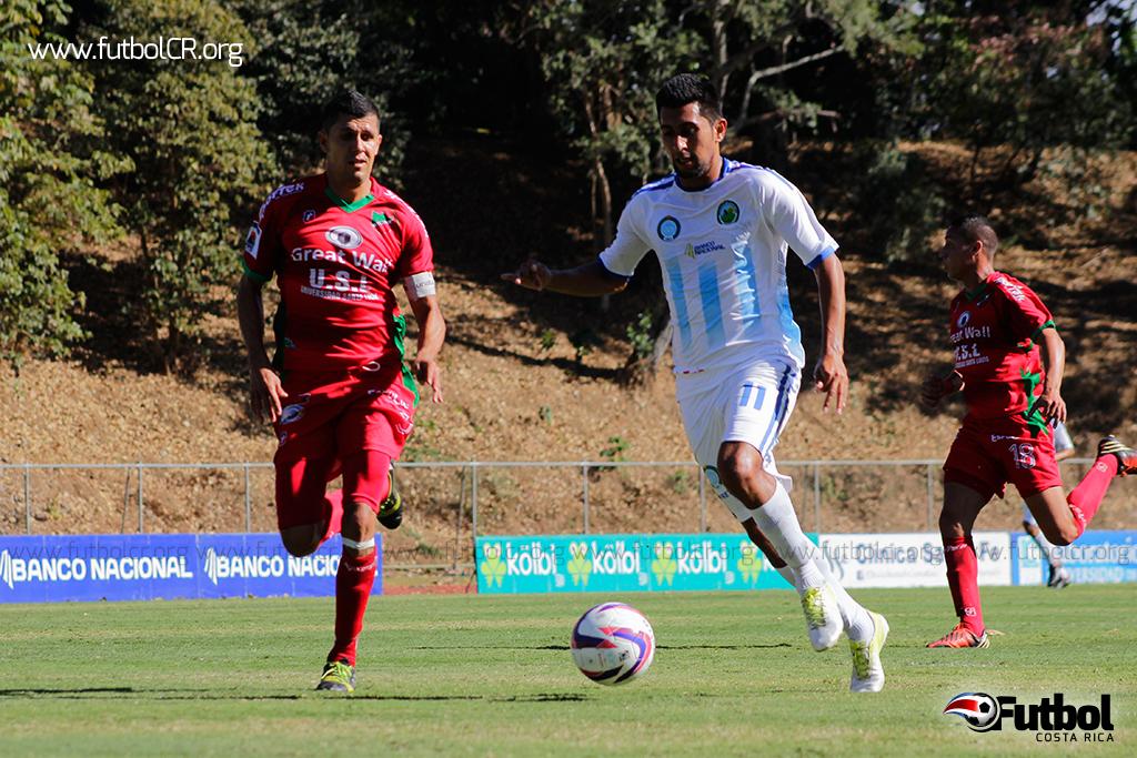 Pese que solo jugó el segundo tiempo por ingresar de cambio, Josué Martínez poco a poco se esta consolidando por un puesto en la titular. Foto: Steban Castro.