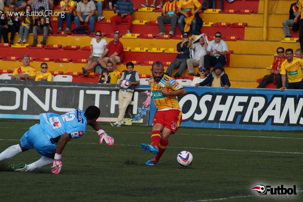 Esteban Ramírez se hizo presente en las redes para el 1-1 momentáneo. Foto: Adrián Escalante