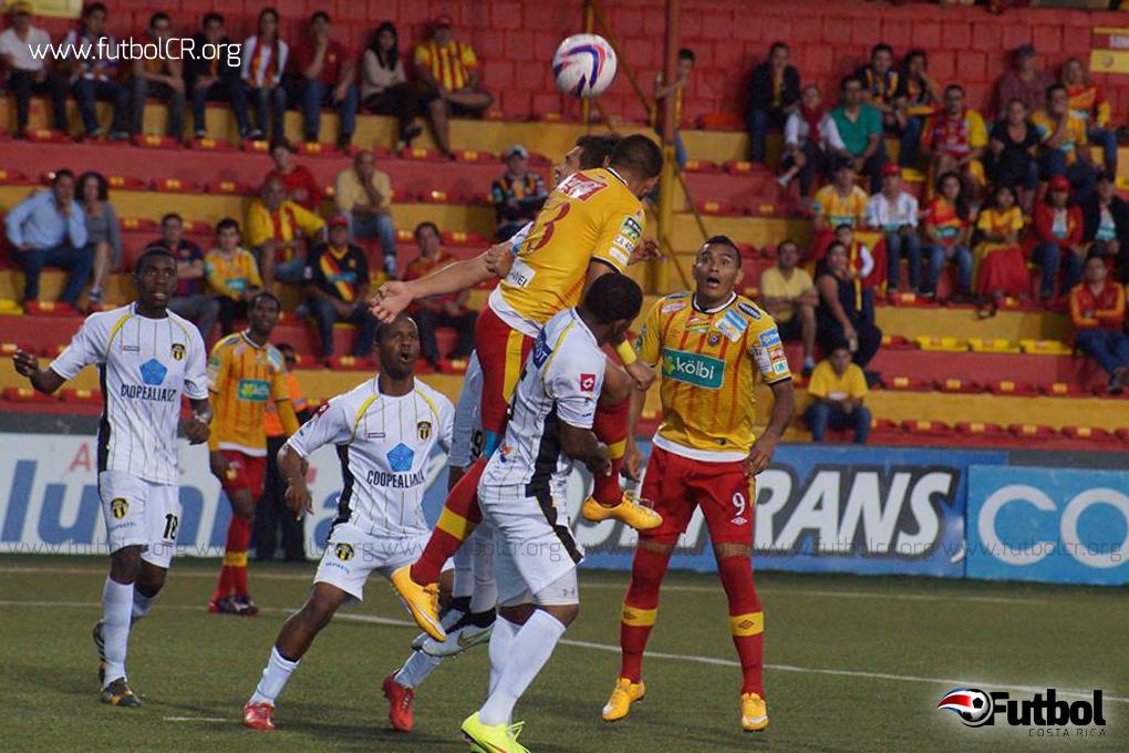 Herediano batalló hasta el final para sacar un empate en su casa. Foto: Adrián Escalante