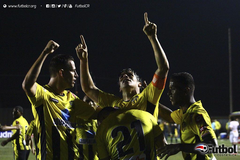 Christian Montero marcó el  primer gol del torneo hace once fechas, en el único juego que ha perdido Alajuelense. Hoy se verán las caras nuevamente. Foto: Steban Castro, Archivo
