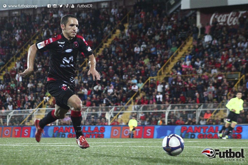 Con doblete en mano, Diego Madrigal se convirtió en la Foto: Steban Castro.