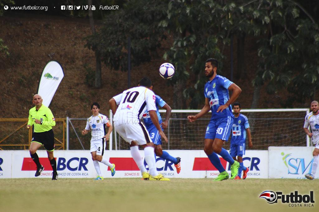 La falta de definición en los delanteros les costó caro a los equipos. Foto: Steban Castro.