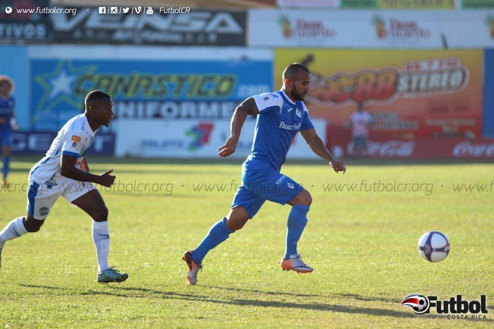 Jugar con un hombre menos no fue excusa para que los brumosos se fueran de Pérez Zeledón con la victoria. Foto: Futbol Costa Rica