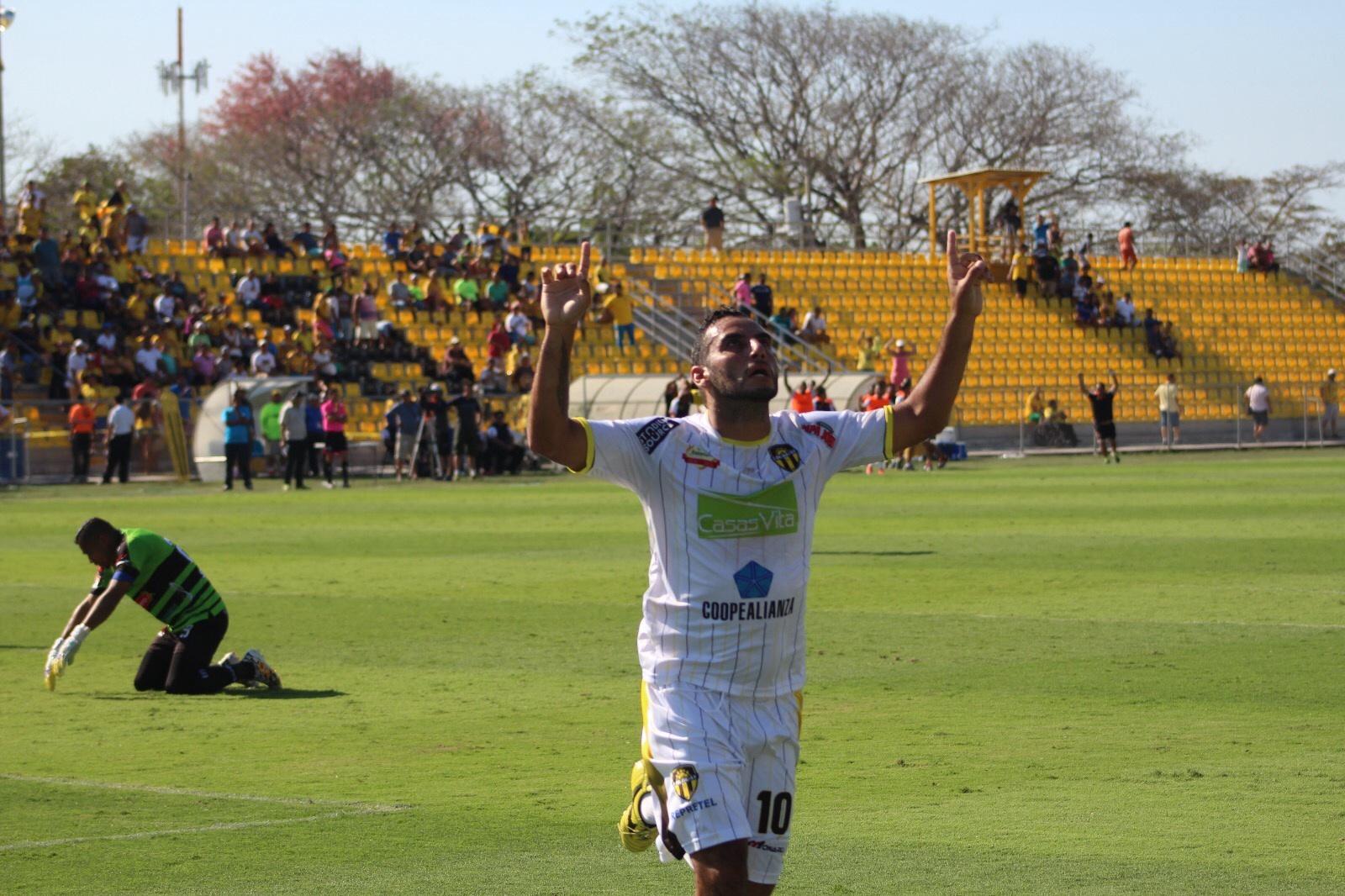 Pocos minutos bastaron para que Alpízar inclinara la balanza. Foto: Prensa Club Sport Uruguay.