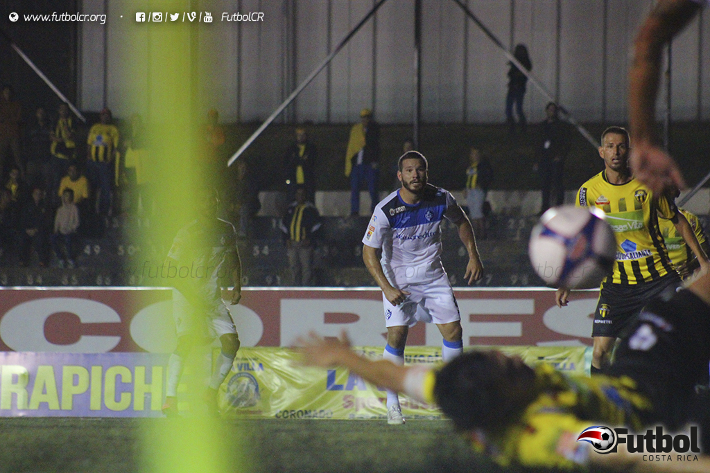"""Una jugada bastó para que """"El Tanque"""" hiciera su trabajo. Foto: Steban Castro."""