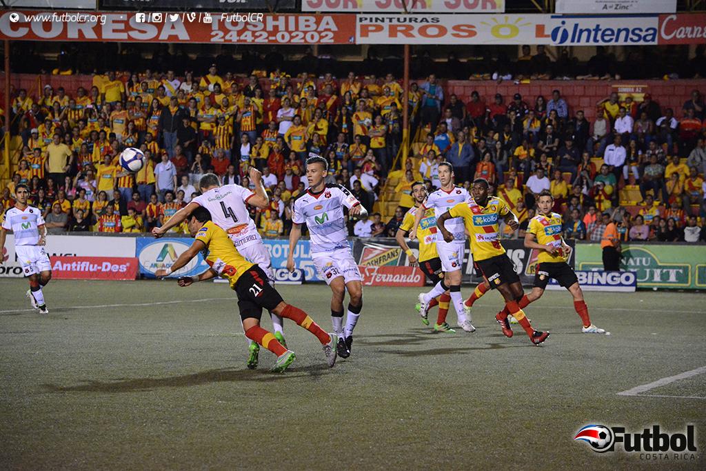 Arrollador. Herediano aprovechó los tiempos de los partidos para golpear con goles y resultó. Foto: Adrián Escalante.
