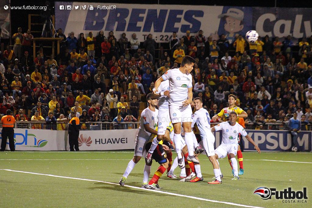 'La U' se le paró fuerte al Herediano de visita en el último juego. Hoy buscará la victoria en casa Foto: Steban Castro