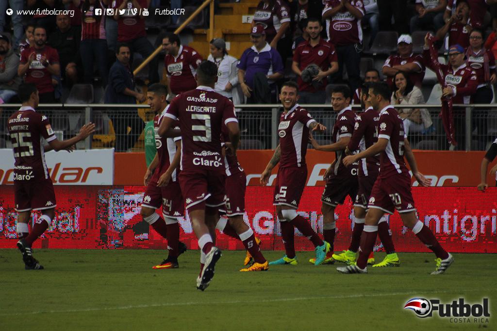 Francisco Calvo se ha convertido en los últimos torneos en un goleador más para el Saprissa. Foto: Steban Castro.