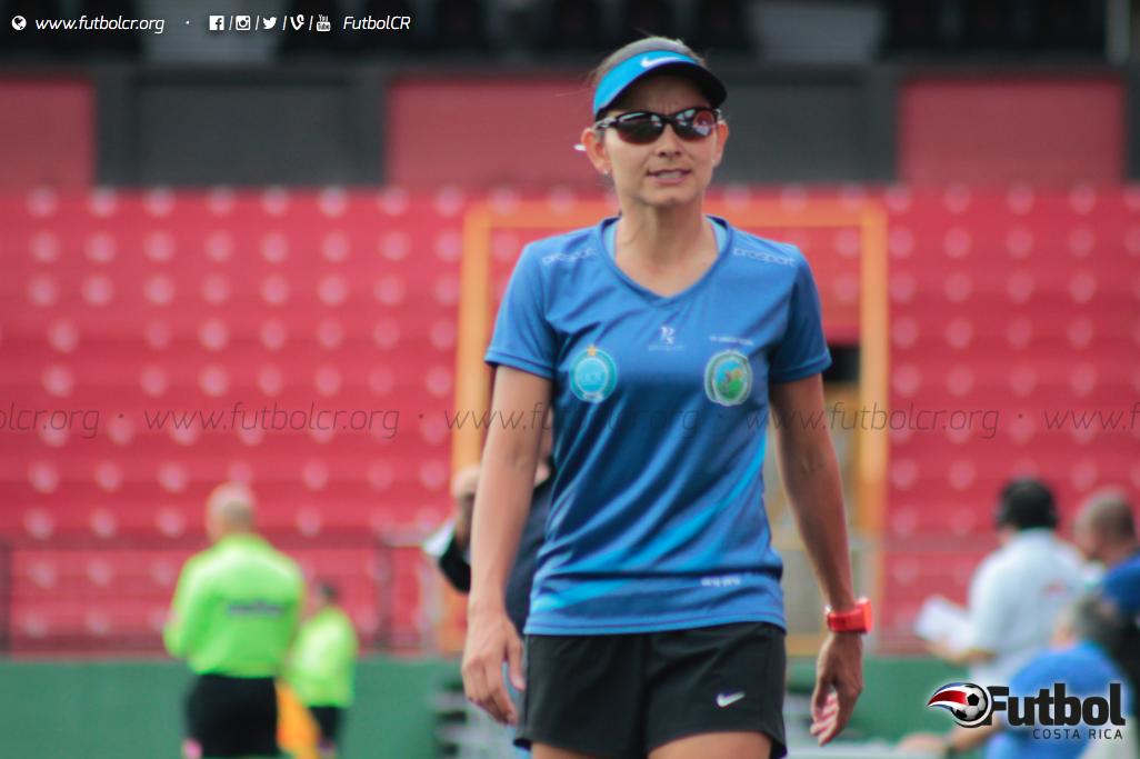 Directa y con liderazgo, Jimena Rojas es una de las entrenadoras más preparadas del Futbol Costarricense. Foto: Steban Castro