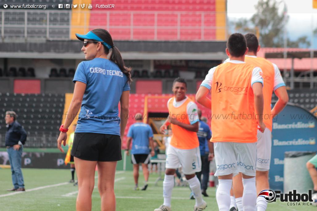 """""""Sabemos que cualquier atleta de alto rendimiento no sale de la noche a la mañana. Se necesita de un apoyo constante"""" —Jimena Rojas. Foto: Steban Castro"""