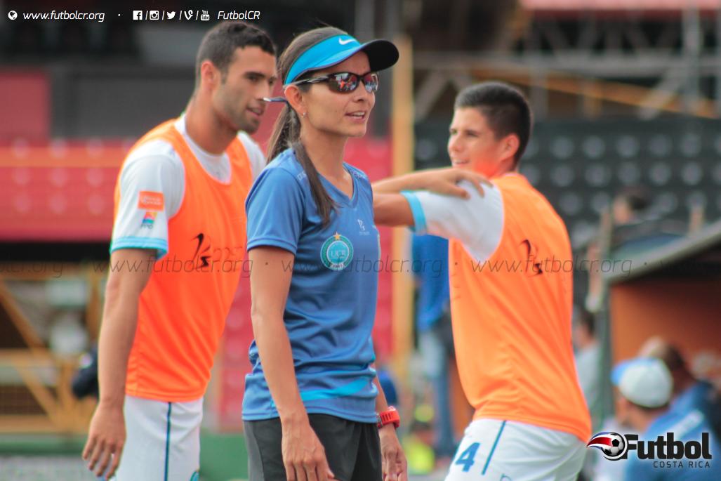 Calidez y experiencia. Jimena Rojas es asistente técnica en el Club de Futbol UCR. Foto: Steban Castro