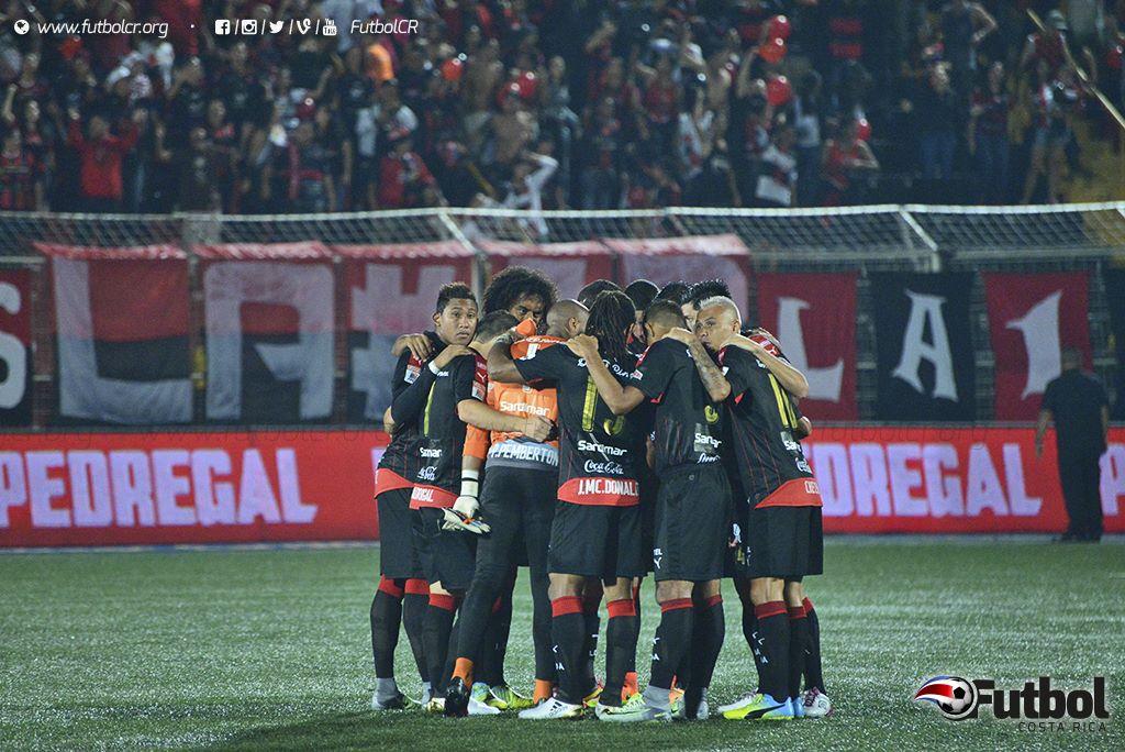Los Jugadores estaban entrenando por aparte de sus compañeros. Foto: Steban Castro, ARCHIVO