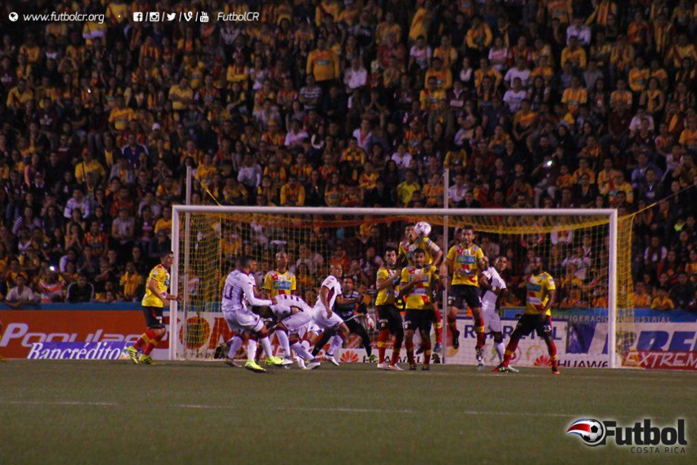 La curva que hizo el balón fue impresionante. Fotos: Steban Castro