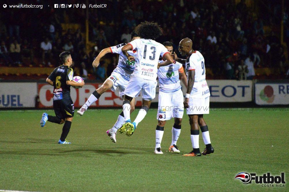 Alajuelense consiguió una victoria fundamental antes del clásico. Foto: Maripaz Quintana