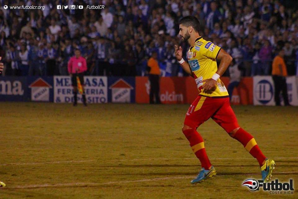 Sentencia. Pablo Salazar anotó de cabeza el tanto del empate florense. Foto: Steban Castro.