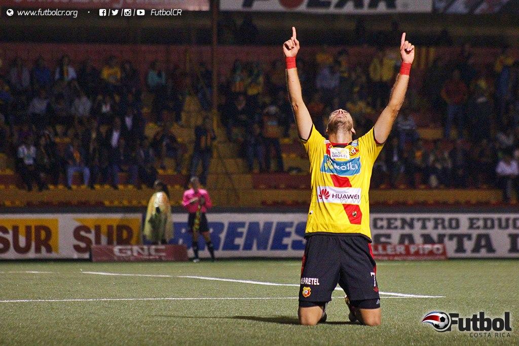 Solo uno de los juegos de la cuadrangular se ha realizado, lo ganó Herediano ante AD Santos. Foto: Steban Castro.