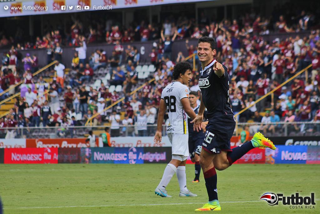 Punzante. Daniel Colindres volvió a figurar en la ofensiva morada con gol y asistencia. Foto: Steban Castro.